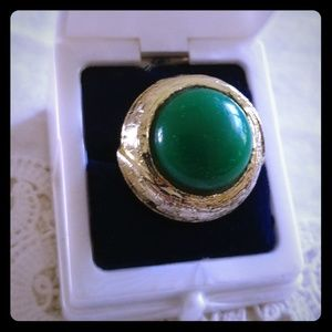 Jewelry - 🍀 5/ $20 Vintage green & gold adjustable ring